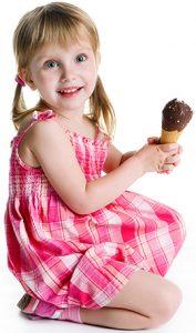 meisje met ijsje